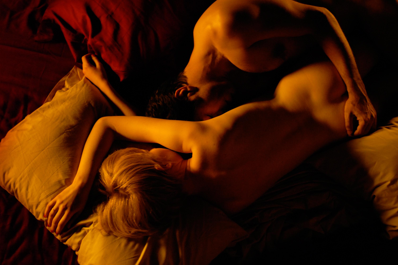 eroticheskiy-film-chudesa-v-posteli-pornuha-s-kontakta